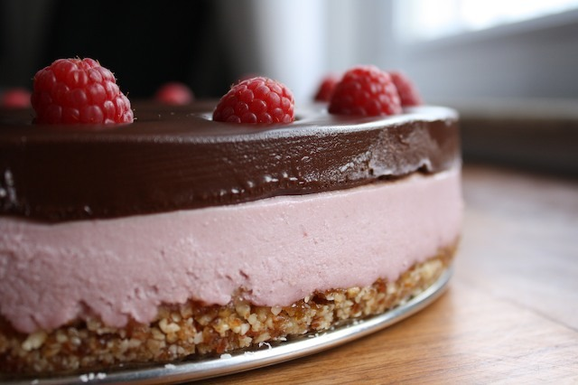 Raw Cheesecake with Blackberries